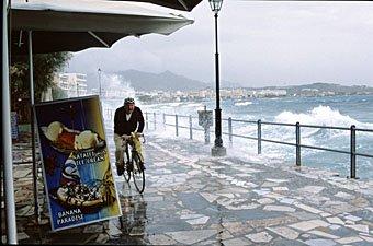 Velofahrer auf Strandpromenade in Ierapetra Kreta
