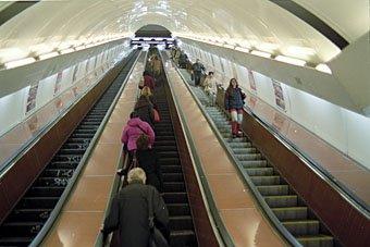 Rolltreppe zur Prager U-Bahn