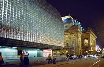 Schwarzlicht Theater