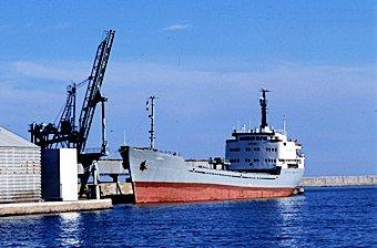 Meerschiff im Hafen von Sète