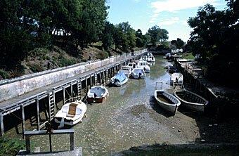 Boote bei Ebbe, Ile d'Oléron