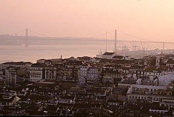 Tejobrücke im Abendlicht