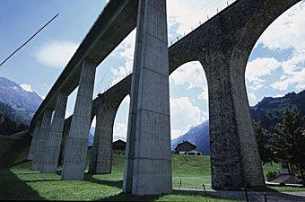 Eisenbahnviadukt vor Kandersteg bei Frutigen