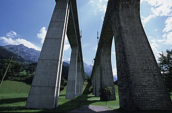 Brückenpfeiler des Eisenbahnviaduktes bei Kandersteg