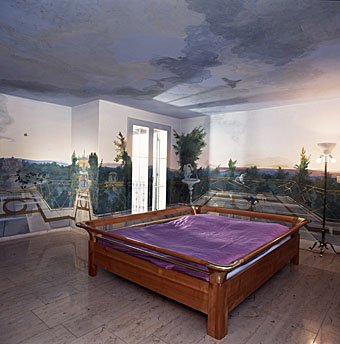 Schlafzimmer mit Wandmalerei