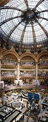 Jugendstilhalle im Kaufhaus Galleries Lafayette in Paris,Shopping in Paris,Kuppelbau,Glaskuppel,Jugendstil