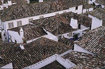 Hausdächer in Obidos Portugal