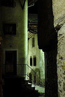 Gasse in Soglio bei Nacht