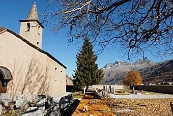 Kirche von Sils Baseliga im Engadin
