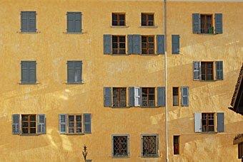 Hausfassade in Vicosoprano im Bergell