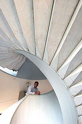 Portrait auf der Treppe