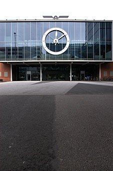 Bahnhof beim Messegelände in Basel