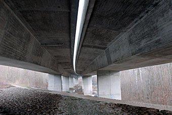 Autobahn über dem Auenwald bei Schinznach
