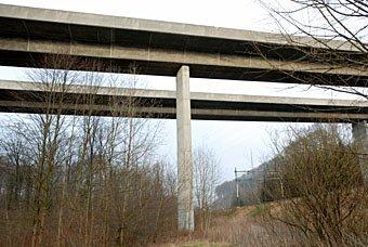 Brückenpfeiler der Autobahnbrücke bei Schinznach