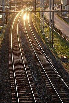 Bahnschiene in der Abendsonne