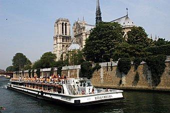 Notre Dame de Paris,Paris,Paris07,Schiff,Schiffe,Schifffahrt,Seine,Wasserstrasse,Wasserstrassen,Fluss,Flüsse,Touristen,Touristenboot,Stadt,Städte,