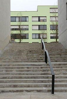 Treppe im Innenhof  Pflegi Carmenstrasse in Zürich