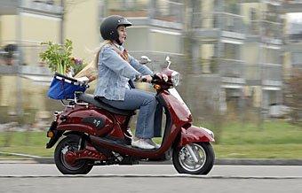 Einkaufen mit Motorroller