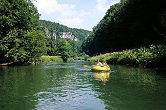 Schlauchboot auf der Wisent in der fränkischen Schweiz